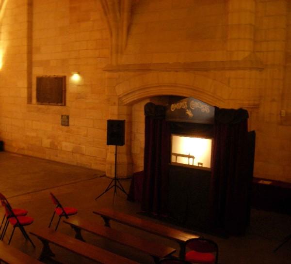 Installation du Théâtre des Ombres dans la Salle des Gents d'Armes de la Conciergerie